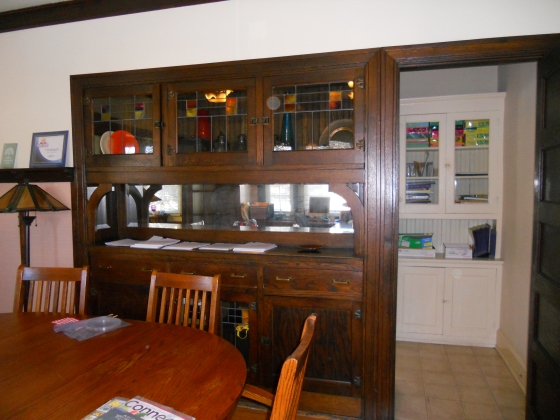 built-in-cabinet-in-dining-room